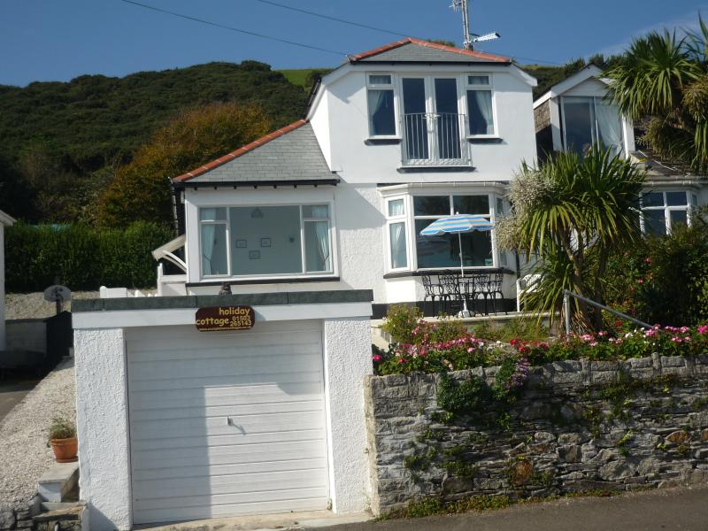 Sea Breeze by the beach at Hannafore, Looe. Great sea views, onsite parking and Wi-Fi. Sleeps 2 - 6
