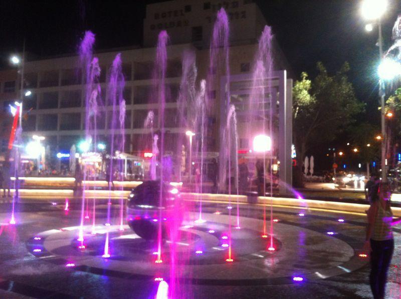 centro de Netanya, binóculos, 5 min. caminhada