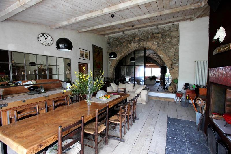 Ancient XIVe sheep-fold, vacation rental in Cascastel-des-Corbieres