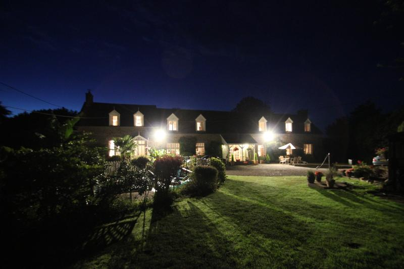 Night photo of Les Freuberts & Cottage/Gite