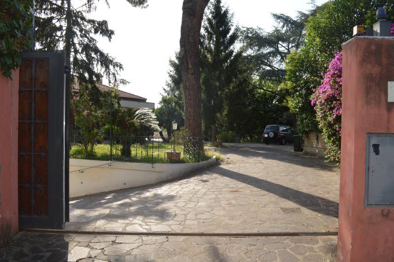 Cancello di ingresso in Mons Aureus Resort