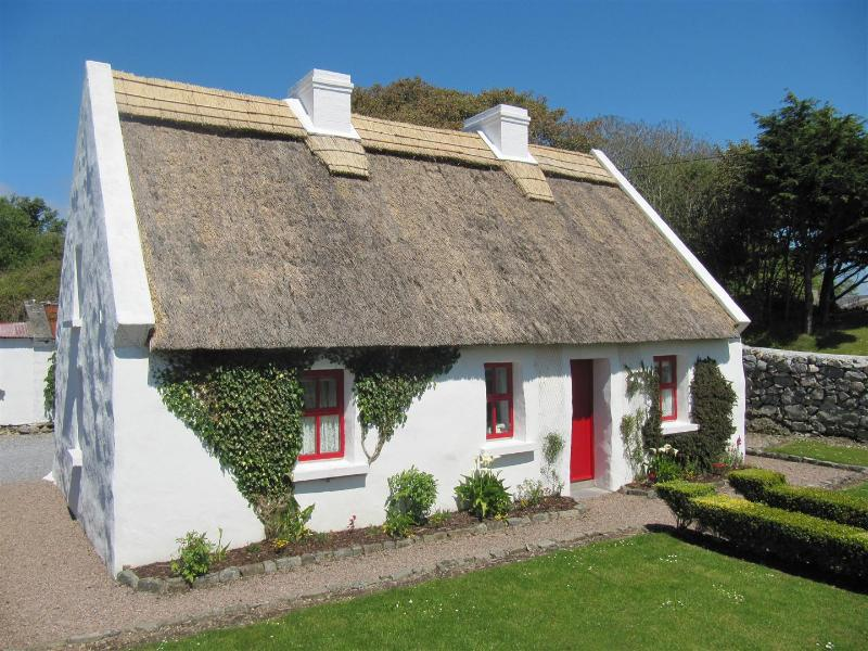 Lals Thatched Cottage, Spiddal, Galway, Ireland, vacation rental in Spiddal