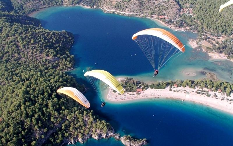 Paragliding overlooks the Blue Lagoon