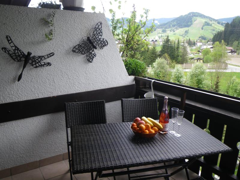 Balcony with a great view overlooking the slopes opposite. Eat breakfast and watch early skiers
