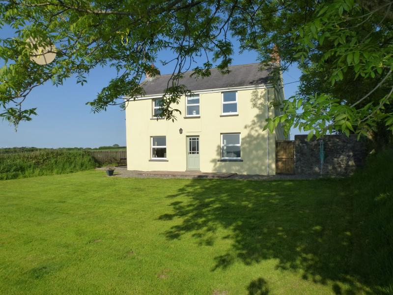 Nash Fields Cottage, holiday rental in Landshipping