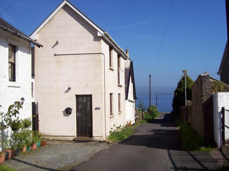 The Snug, Innellan by Dunoon. A fabulous cosy cottage by the sea!