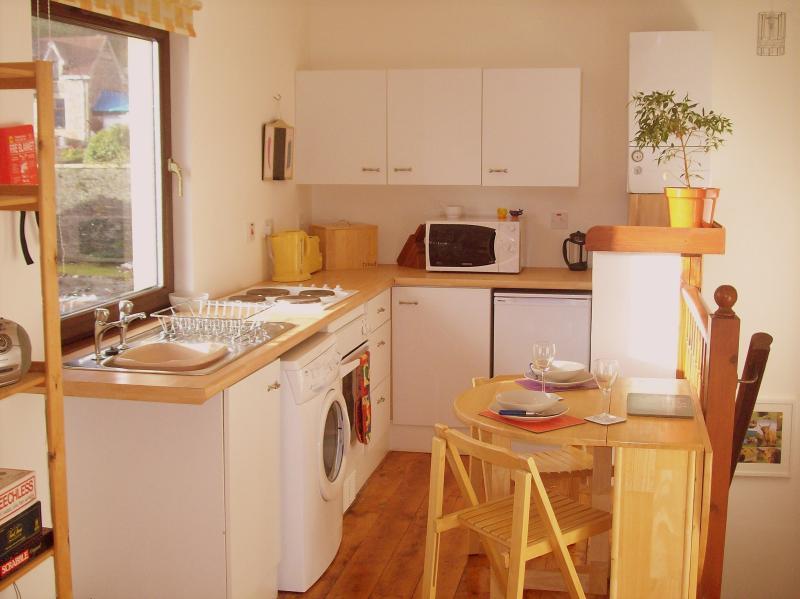 Light & airy open plan kitchen-diner