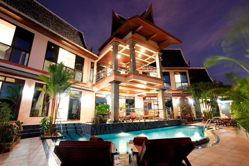 Beautiful Thai-style Villa Exterior