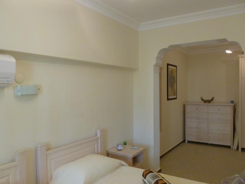 Camera da letto 3 con 'zona spogliatoio'