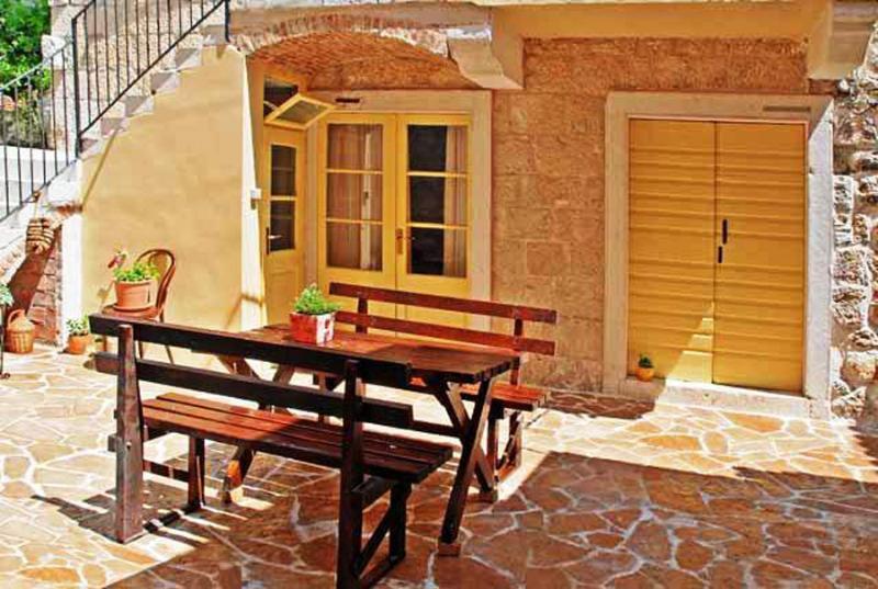 Villa Sunny Courtyard, vacation rental in Komiza