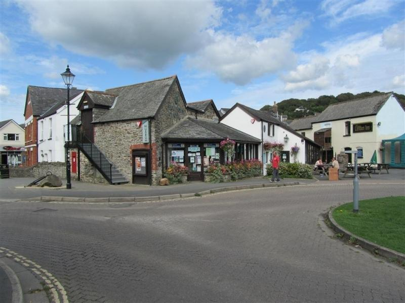 Located in the friendly village of Braunton - Surf shops, food outlets and more...!