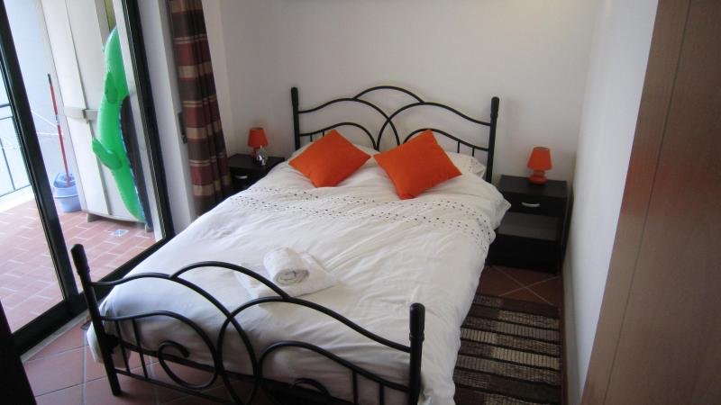 Double bedroom with access to terrace.