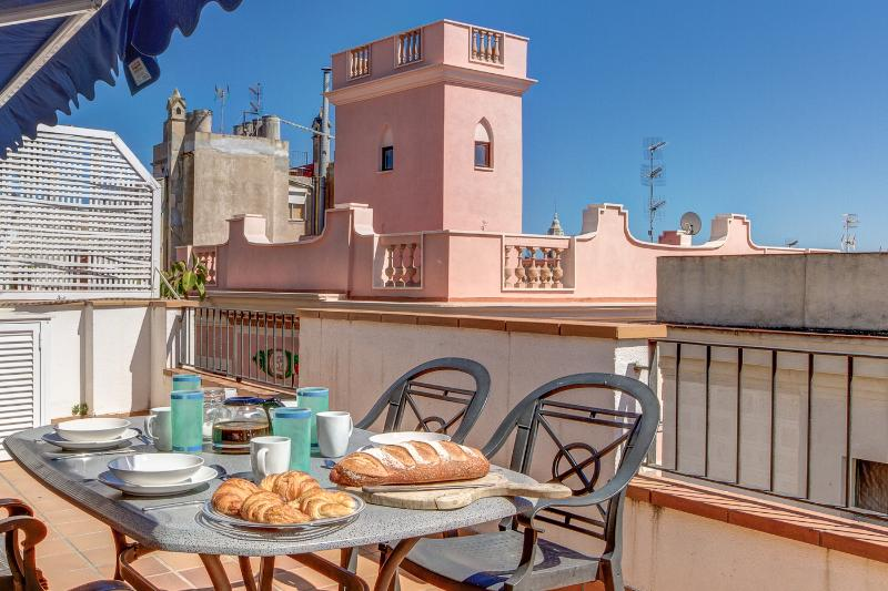 Penthouse Parellades, 3 bed luxury in the heart of Sitges with great sea views., aluguéis de temporada em Sitges
