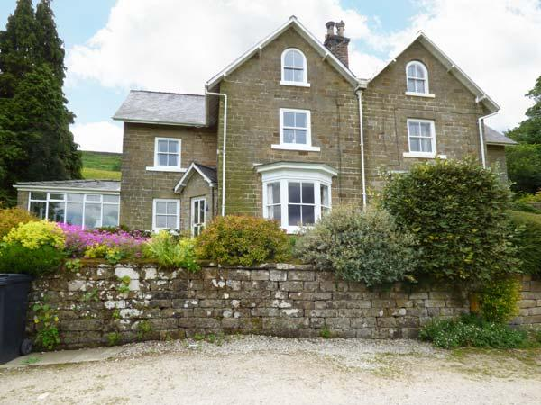 WOODLEA, pet friendly, character holiday cottage, with a garden in Rosedale, holiday rental in Pickering