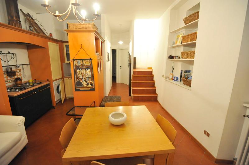Lovely Lakeside Apartment, location de vacances à Susello