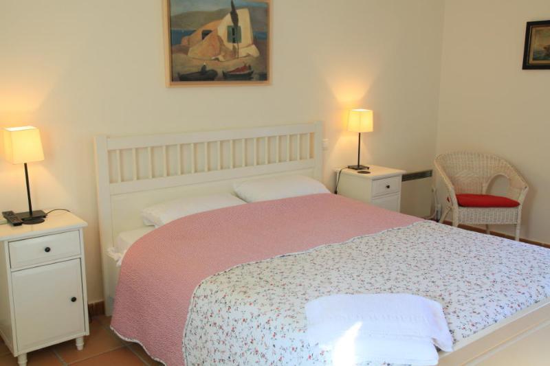 Double Bedroom with A/C with en suite bathroom