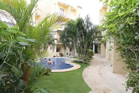 Condo walk to the sea full equiped condo with pool, vakantiewoning in Paraiso