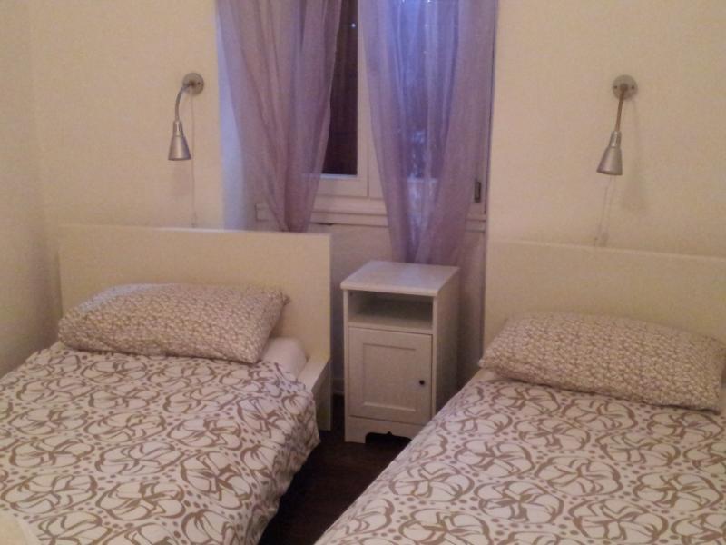 Chambre 2-deux grands lits simples