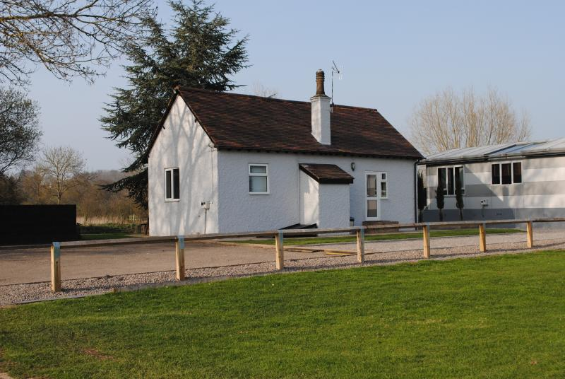 Back of Kingfisher Cottage & Parking area