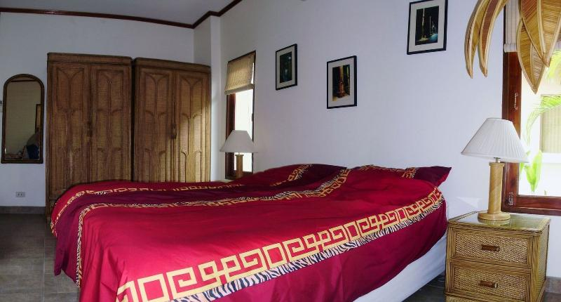Masterbed Room with low noice remote control air con