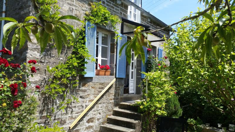 Whileaway Cottage, holiday rental in Saint-Pierre-de-Plesguen
