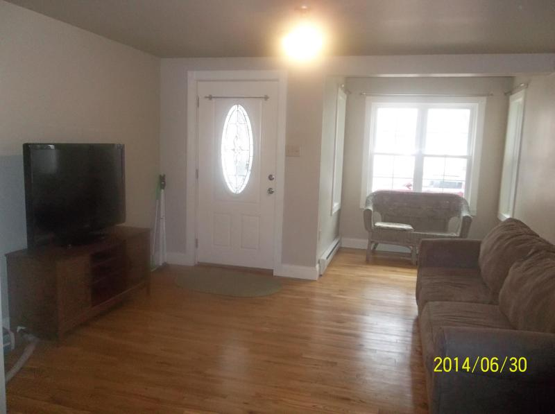 FAMILY ROOM WITH 46' TV
