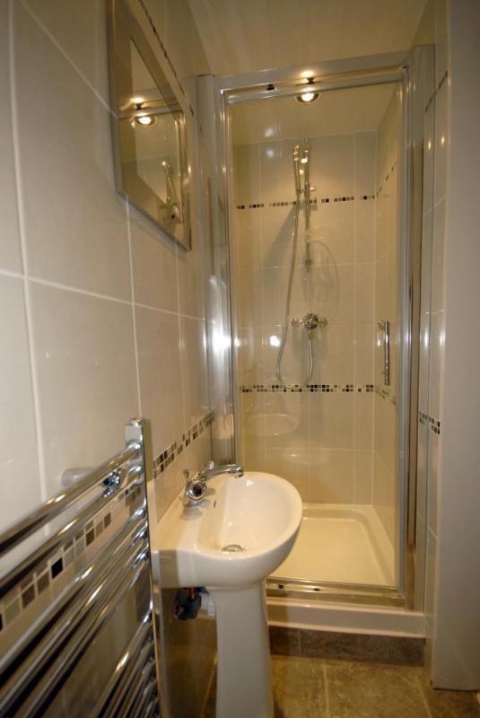 Beaumaris holiday cottage - en-suite shower room