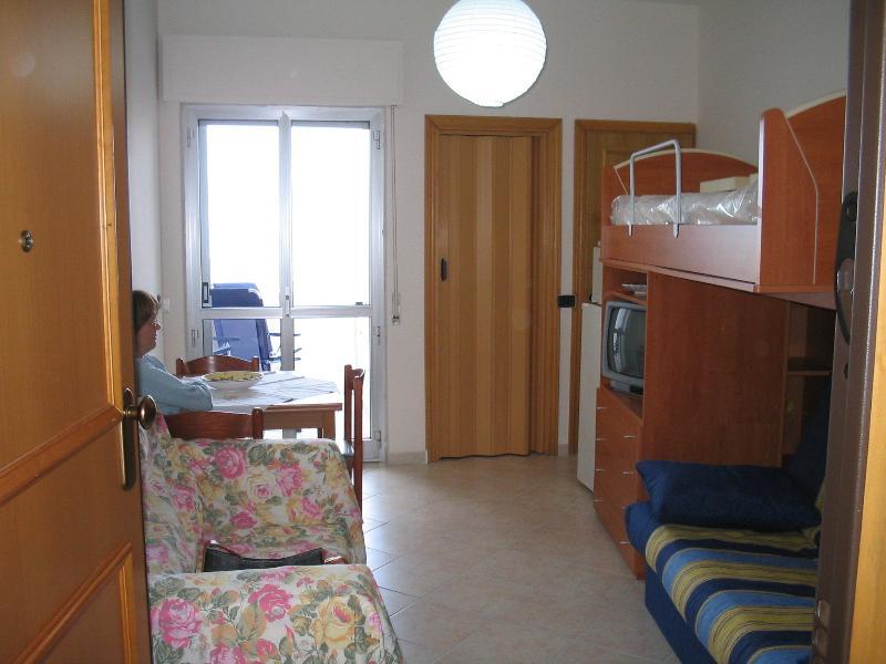 Antonella's House 3 … sulla spiaggia, holiday rental in San Salvo Marina