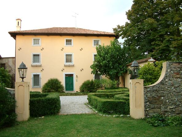CASA DUE TIGLI bed&breakfast, vacation rental in Tissano