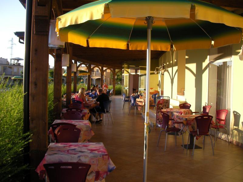 Out Door Restaurant