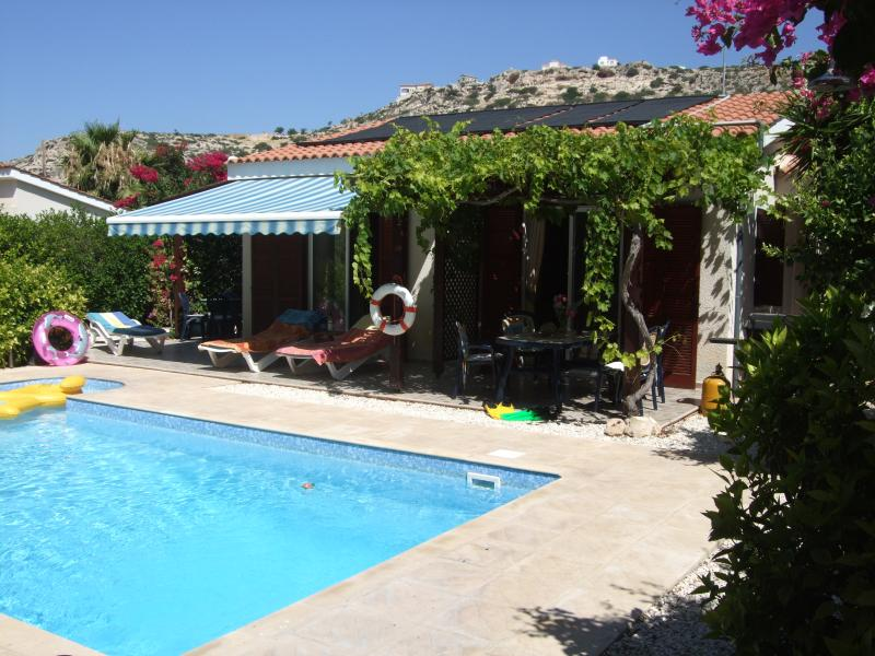 3 bedroom Villa Pilgrims, quiet and secluded., vacation rental in Peyia