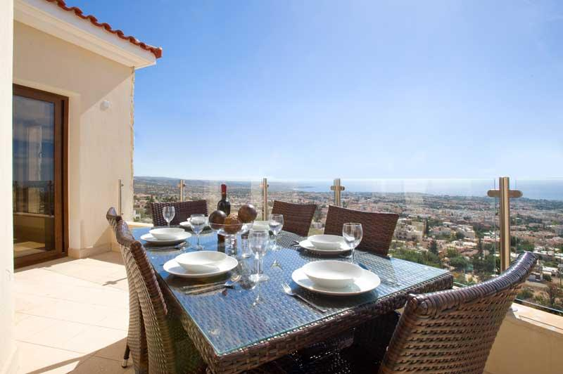 Beau View Executive 2 Bedroomed Apartment, 200m from Peyia Village Centre, vacation rental in Peyia