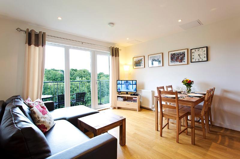 Modern Spacius City Apartment,Lift, free Wi-Fi, free Car Park, balcony., casa vacanza a Musselburgh