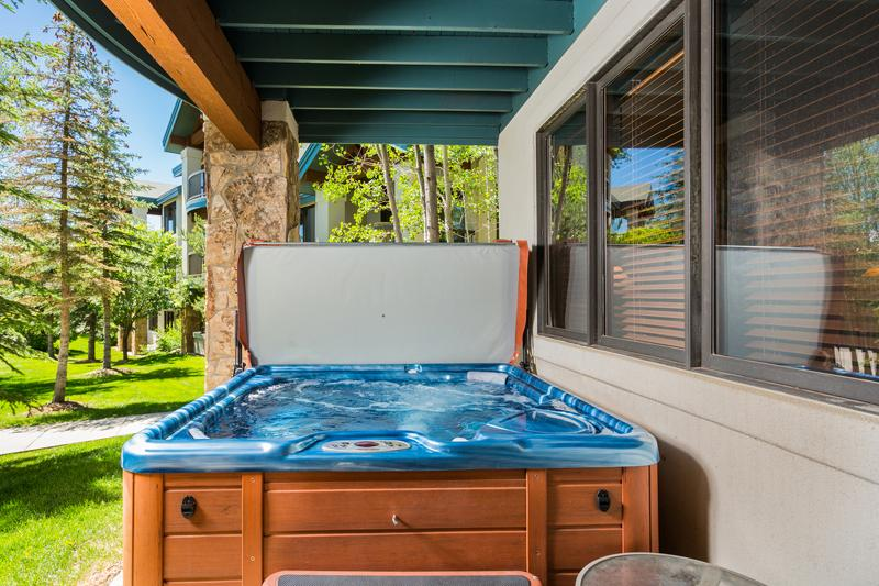 Trails at Storm Meadows: Innsbruck #6. Private Hot Tub on lower patio
