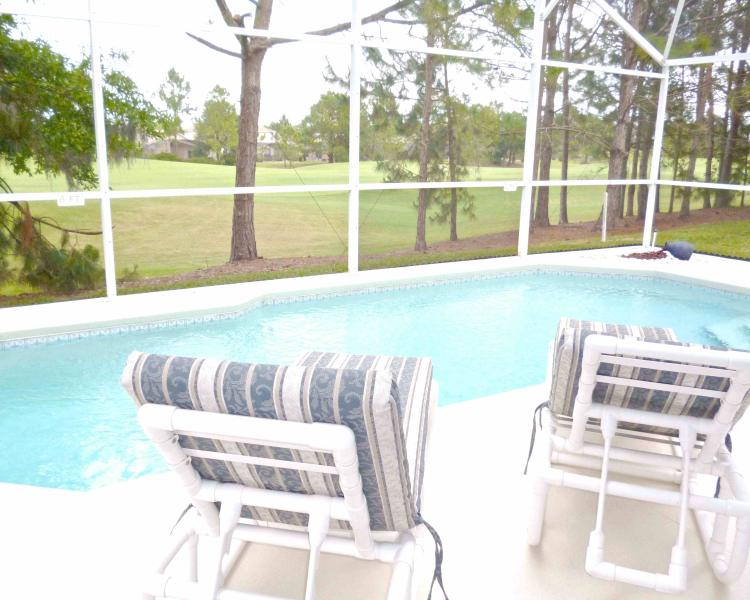 Luxury villa with pool overlooking fairway on gated championship golf community, vacation rental in Haines City