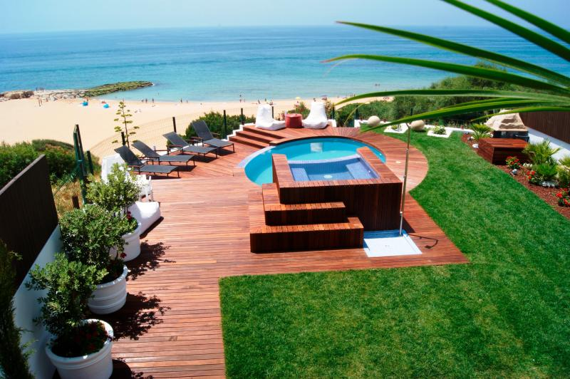 IN THE TERRACE, THE VIEW THAT YOU HAVE OF THE GARDEN, SWIMMING POOL AND SEA!