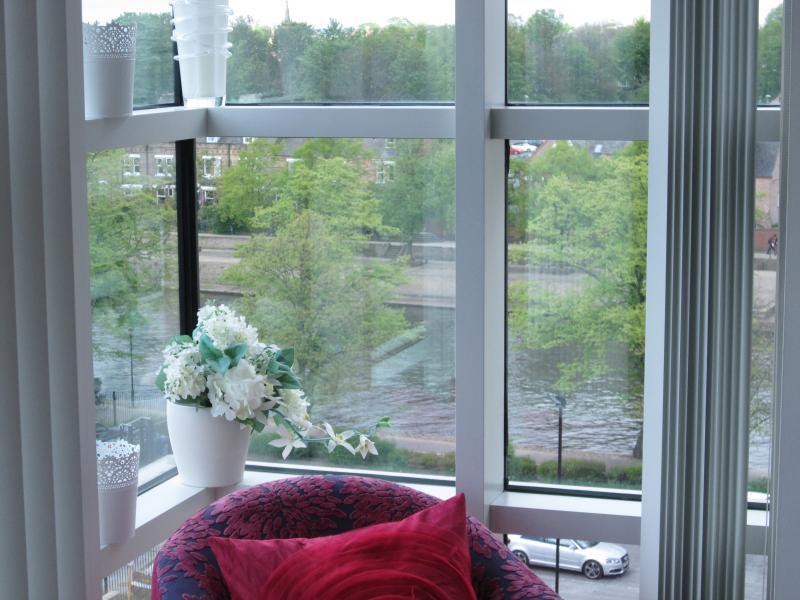 Vistas al río desde el dormitorio principal