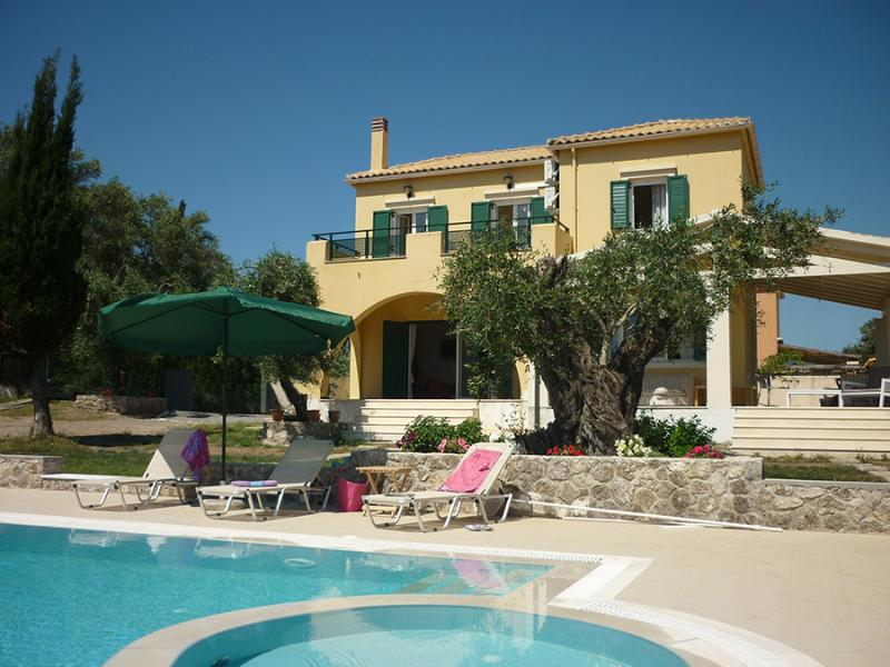 Villa Mayroula with private pool and paddling pool