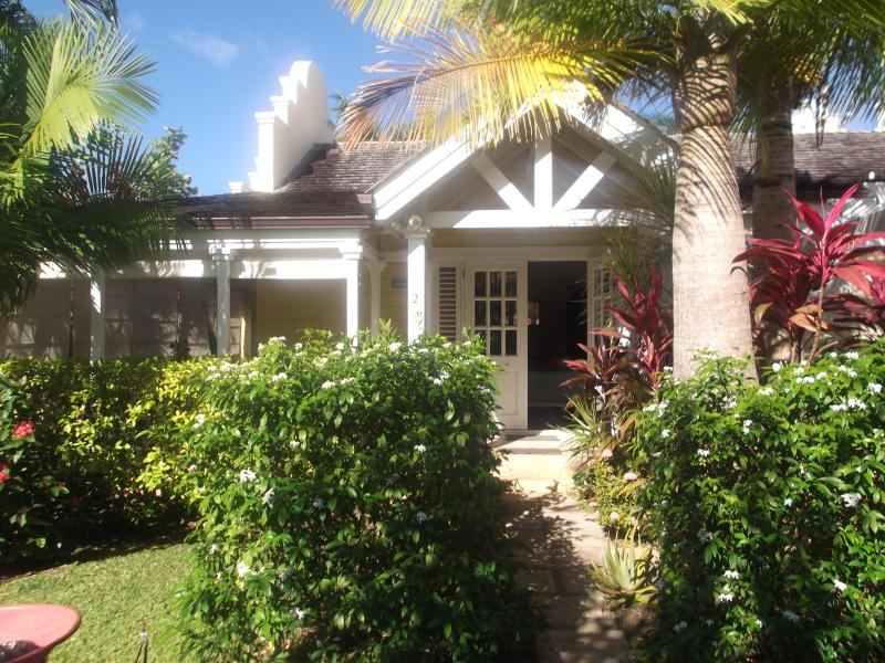 Hibivilla St James just 2 mins from the beach
