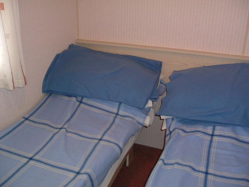 Twin room, pillows & blankets supplied. Wardrobe cupboard and overhead shelving.