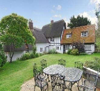 Yew Tree Cottage Grade Two listed Thatched Cottage, holiday rental in Kempston
