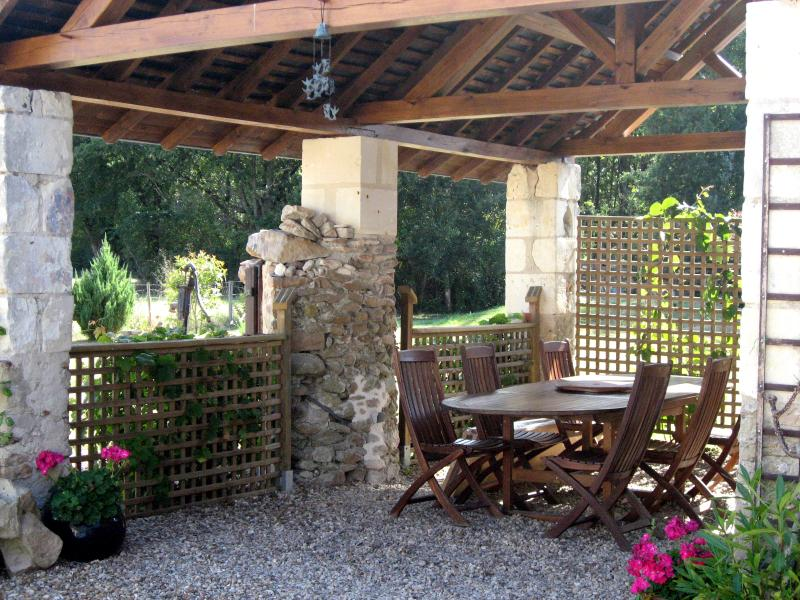 Enjoy a leisurely breakfast or an evening bbq in our traditional Anjou preau