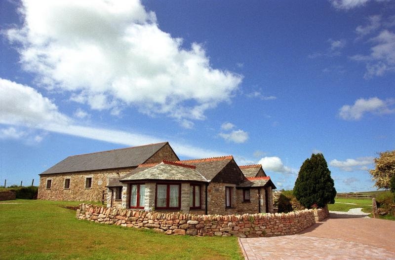 Mowhay Cottage, EAST ROSE