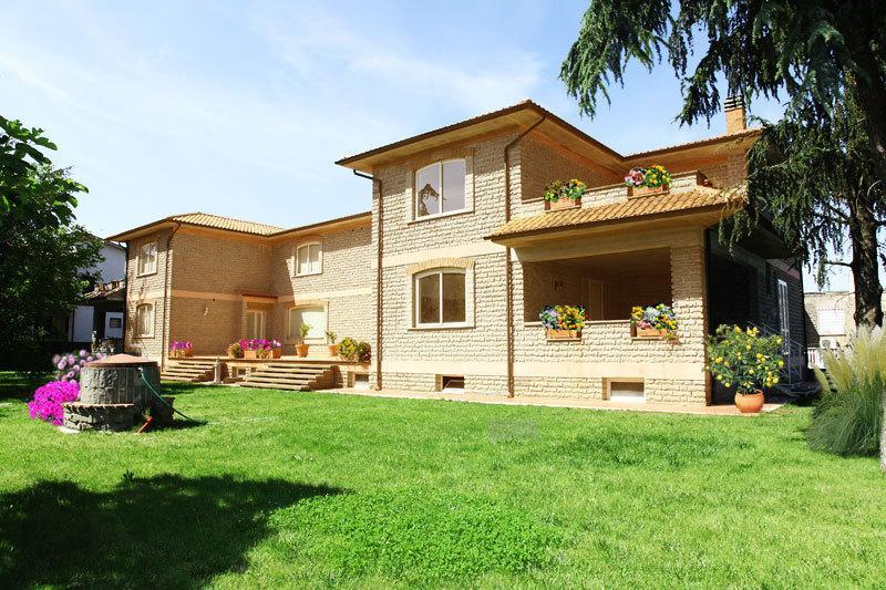 La Casa di Sofia - Monterosi 8 -10 posti, vacation rental in Monterosi