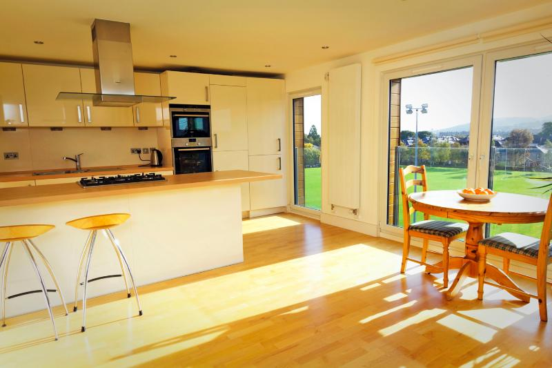 Bright, south facing kitchen/ dining with fantastic open outlook over Edinburgh's iconic skylin