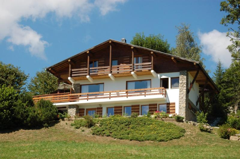 Chalet ;La Ribambelle facing Mont Blanc in Summer