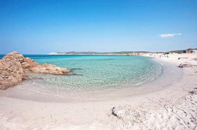 Spiaggia di Rena Majore - mare azzurro e sabbia bianca