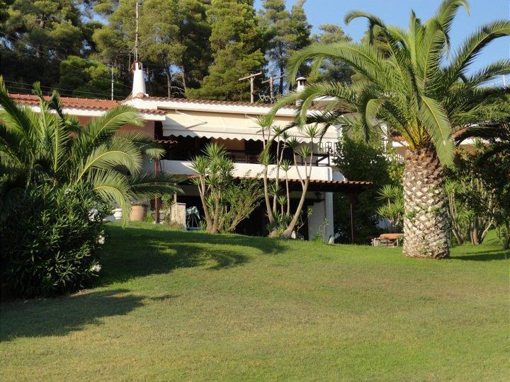 Beachfront Oasis Villa at Elani Halkidiki, holiday rental in Kassandra