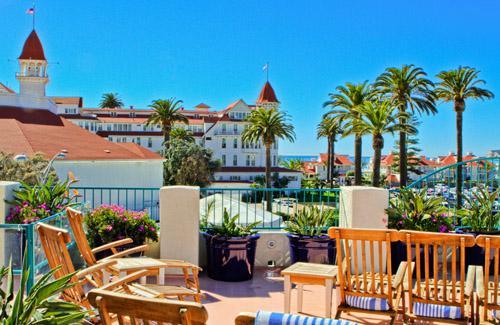 Beautiful & RARE Coronado Beach Resort Studio, in the heart of CORONADO, location de vacances à Coronado