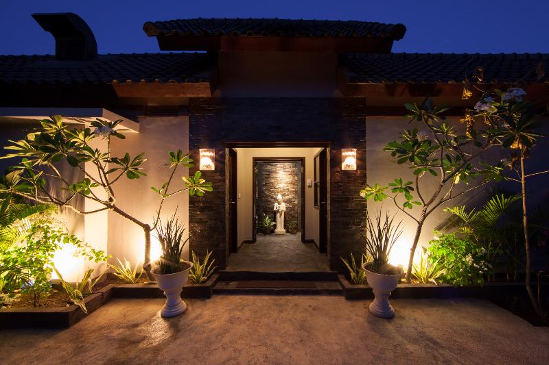 Villa Entrance - Just a few minutes from main Beach & Restaurants - nestled in quiet part of village